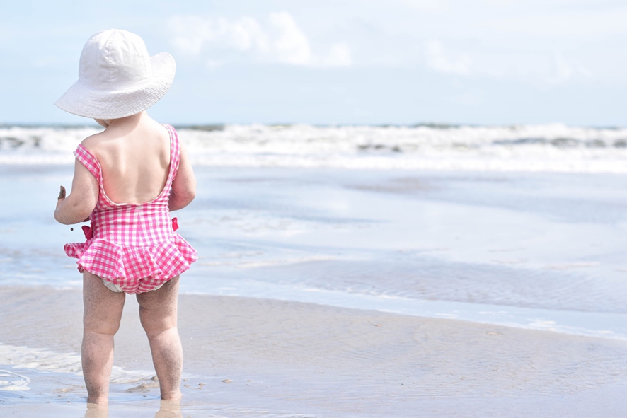62b66374912 プールや海水浴など、暑い季節のレジャーに欠かせない水着。1年を通して頻繁に着るものではないので、できれば何年かは同じものを着たいという方も多いはず。